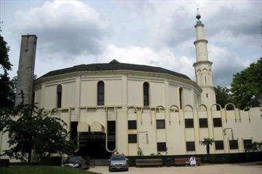 برسلز کی سب سے بڑی مسجد کے پیش نماز کو بلجئیم چھوڑنے کا حکم