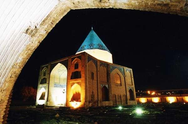 نجوای سنگ قبری که فقط شیخ بهایی شنید+عکس