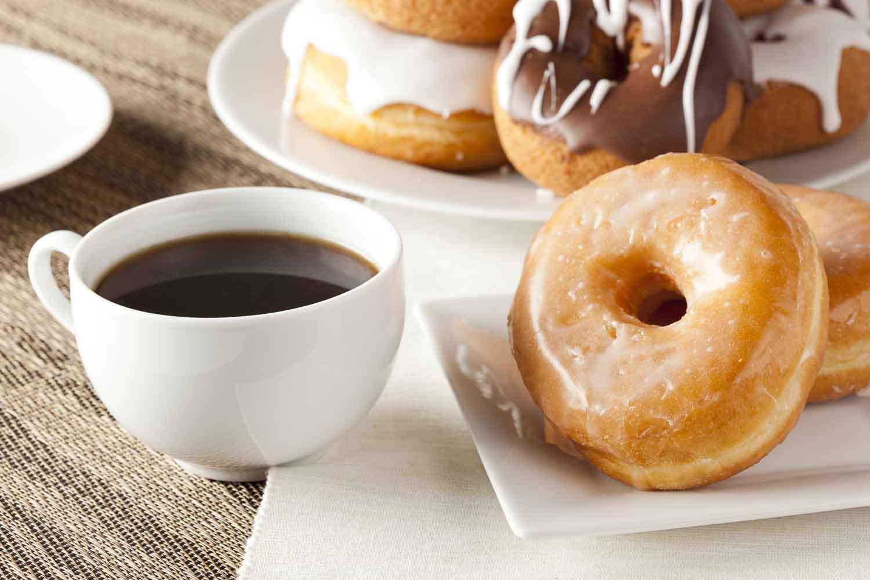 دونات و قهوه