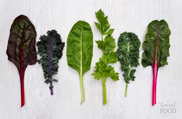 کیل و سبزیجات برگ سبز