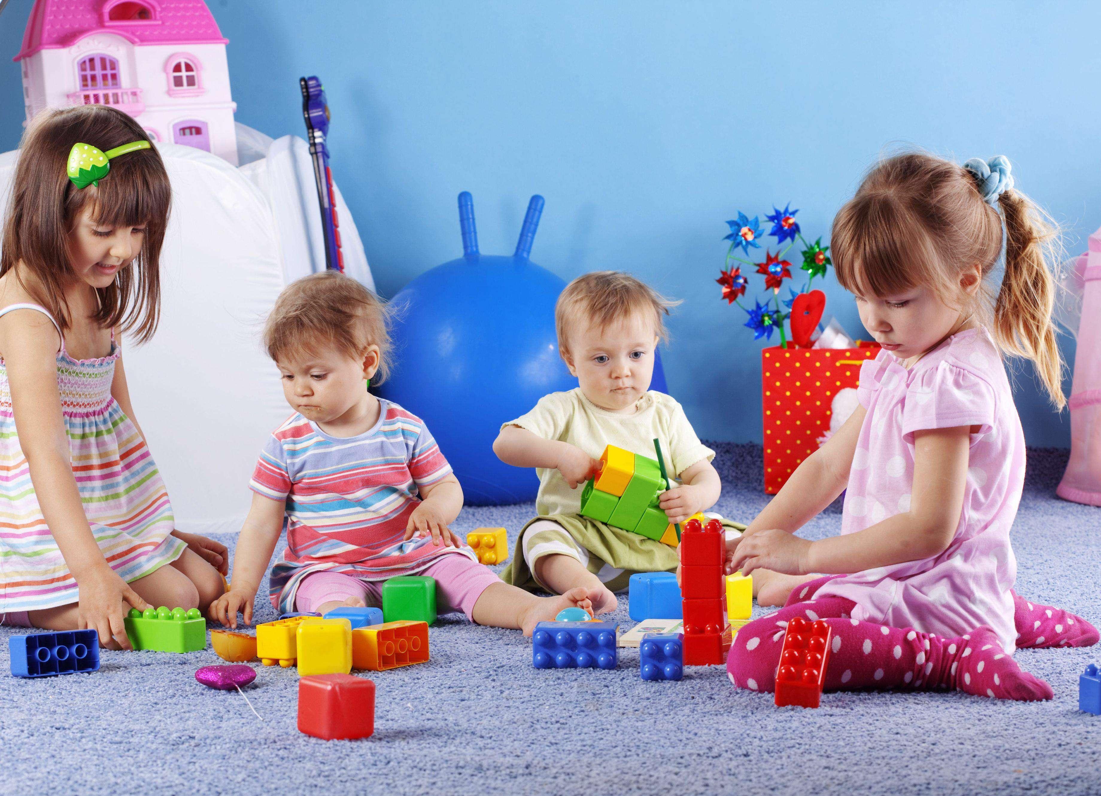 کودک، بازی، عروسک، مهارت بازی،دختر و پسر، خانواده ایرانی،دنیای کودکانه