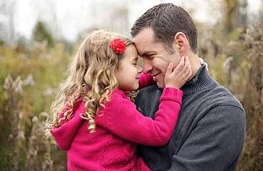 نتیجه تصویری برای دختر و بابایی