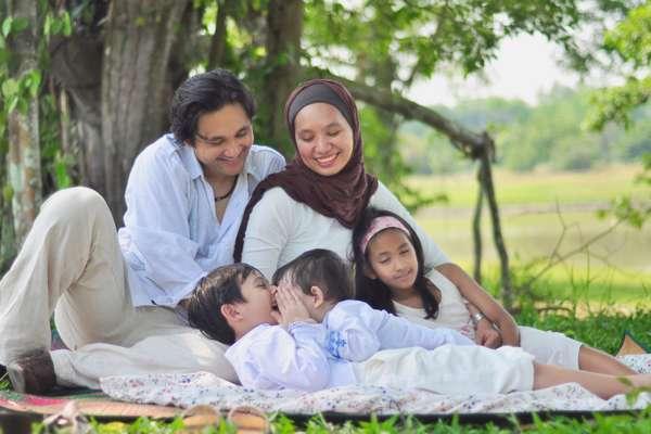 نقش خانواده در تربیت فرزندان با نشاط