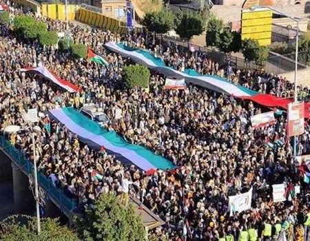 حشود غفيرة تتوجه نحو صنعاء للمشاركة بمسيرة الذكرى الـ3 للصمود بوجه العدوان السعودي