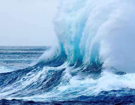 باحث ايراني يعد دراسة حول نماذج معاملات الامواج البحرية وفق تقنيات حديثة