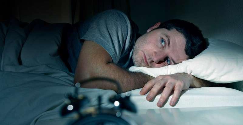 چرا در نیمههای شب از خواب میپریم؟