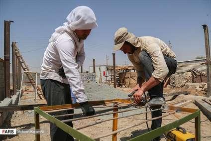 اردوی جهادی بسیجیان قمی در مناطق زلزله زده کرمانشاه