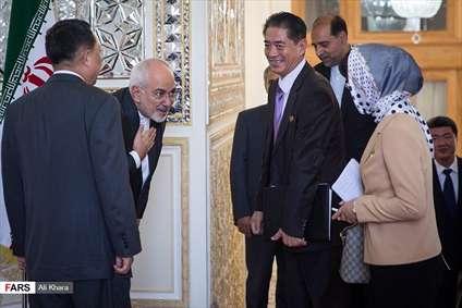 خوشامد گویی گرم ظریف با دیپلمات کره شمالی به سبک ظریف!