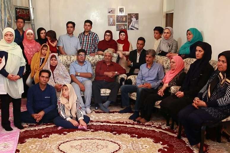 خانواده،وضعیت اقتصادی،واقع گر، تکنولوژی، دید و بازدید ،خانواده ایرانی، خانه فیروزه ای