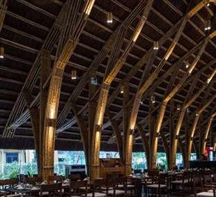 طراحی خلاقانهی یک رستوران با چوب بامبو
