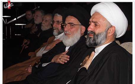 همه افرادی که به جایگاه وی آی پی خادم الرضا رفتند