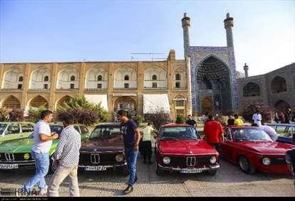 همایش خودروهای کلاسیک در میدان نقش جهان