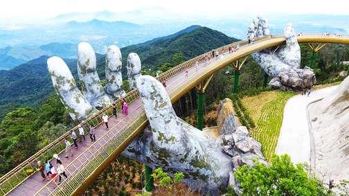 عبور از پلی شگفتانگیز بر دستانی غولپیکر!
