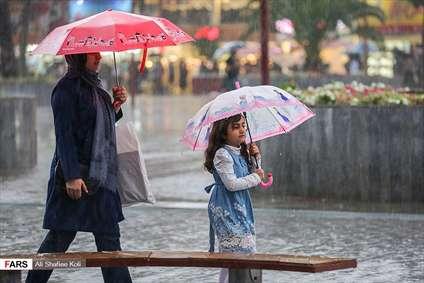 بارش باران پاییزی در رشت