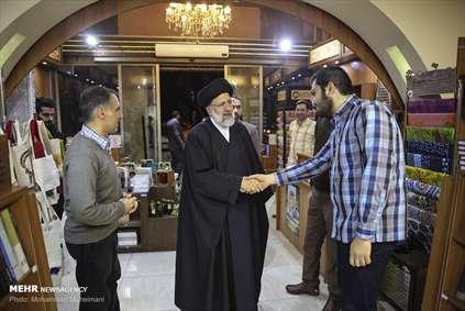 یک حرکت متفاوت از حاج آقا رئیسی در خیابان انقلاب