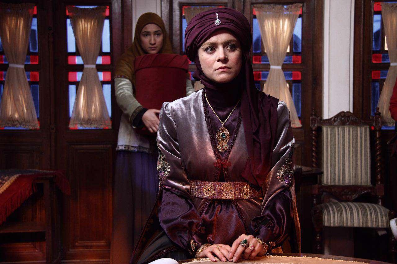 سریال پُر بازیگر «بانوی عمارت» امشب روی آنتن میرود