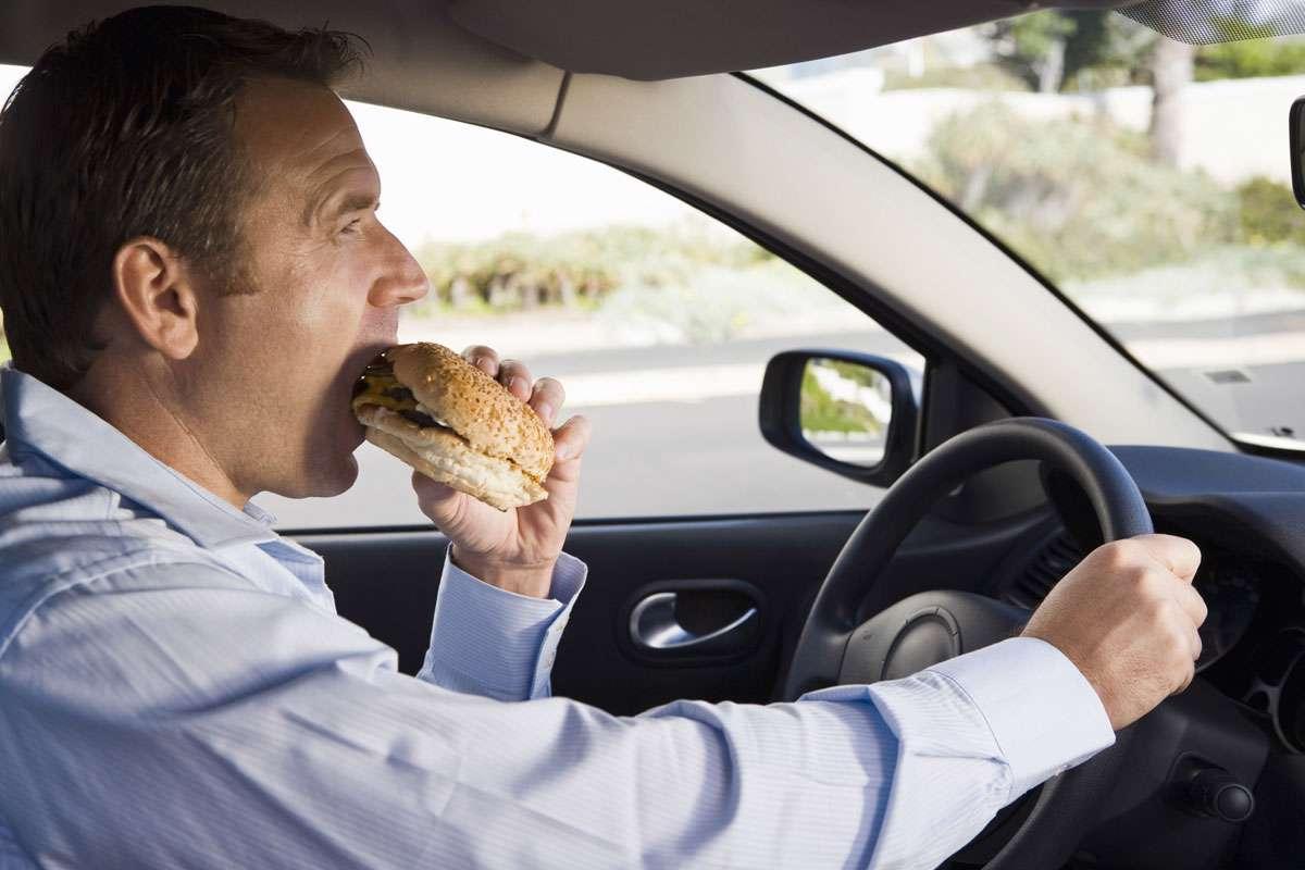 غذا خوردن در ماشین