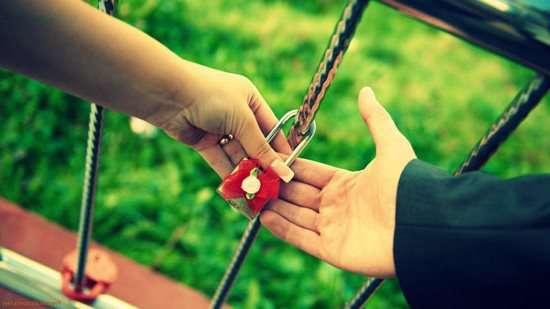 ابراز عشق، عاشق، زن ، مرد، رمانتیک، سلامت، رابطه، هدیه دادن، زبان عشق، تماس فیزیکی، خلاقیت، خانواده ایرانی، عشاق موفق