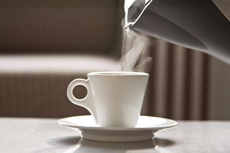 نوشیدن آب گرم در صبح
