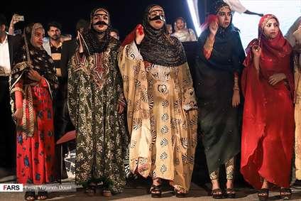 زنان بندرعباس با لباس سنتی