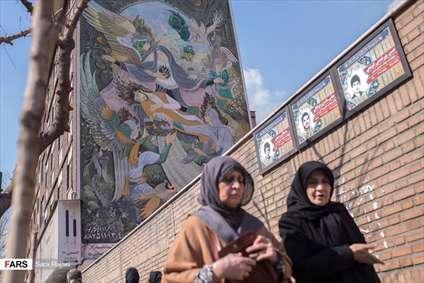 نقاشی دیواری مادر