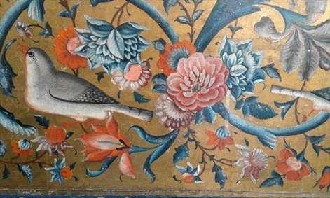 گل و مرغ روی دیوار