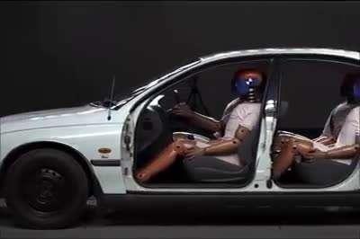 لزوم کمربند بستن سرنشین عقب خودرو