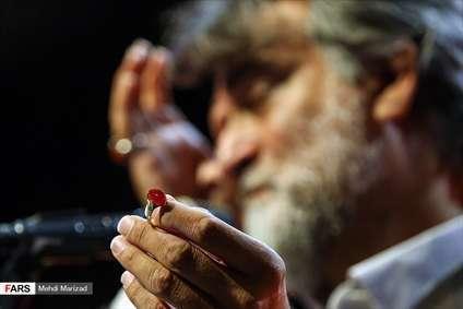 اهدای انگشتر شهید احمدی روشن به کمیته امداد