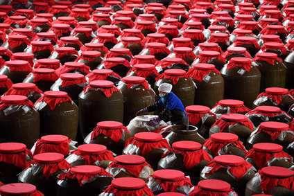 کارگاه تولید یک نوع سس سنتی گوجه فرنگی در چین