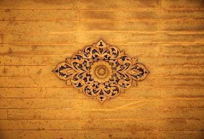 نشان زیبا اسلیمی چوبی