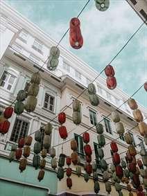 خیابانی با چراغهایی جالب