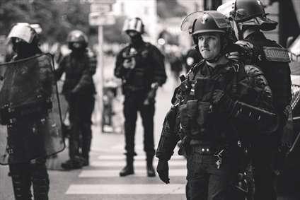 خشونت پلیس فرانسه