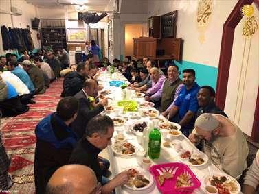 افطار نیروهای پلیس مسلمان آمریکا در ماه رمضان