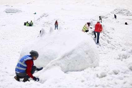 جشنواره مجسمه های برفی و یخی