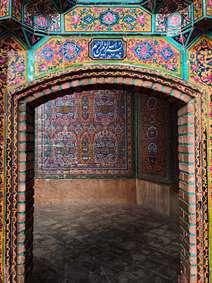 بسم الله الرحمن الرحیم ، کاشیکاری مسجد نصیرالملک