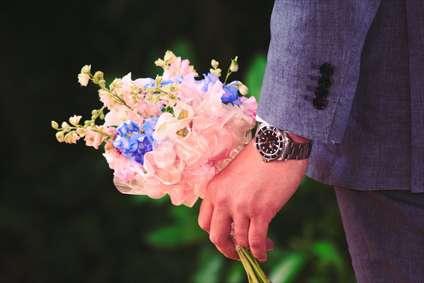 داماد و دسته ی گل