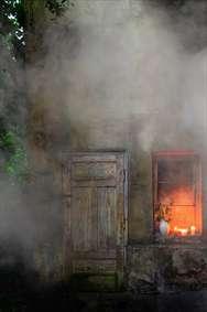 آتش در خانه