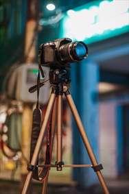 دوربین و سه پایه