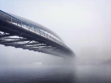 پل در مه