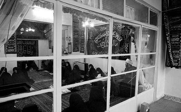 روضه، خانوادگی، عزاداری، ماه محرم، ذکر مصیبت، اقوام، لباس مشکی،امام حسین، روضه خانگی،همسایگان،سخنران، مداح،سبک زندگی، اسلام، کودکان، اتاق خواب،بازی