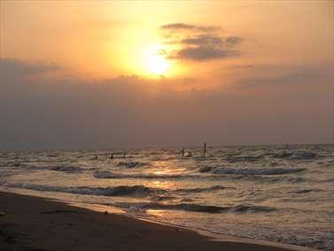 طلوع خورشید بر فراز دریا
