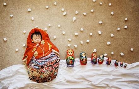 تصویرسازی با بچه و وسایل خواب