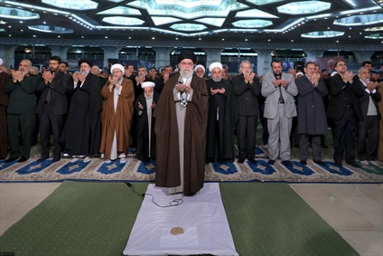 نماز جمعه به امامت رهبری