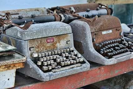 ماشین تحریر خیلی قدیمی